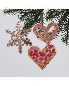 Een kerstdecoratie van Nabbi strijkkralen
