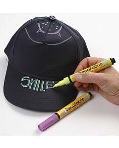 Caps gedecoreerd met Neon textielstiften