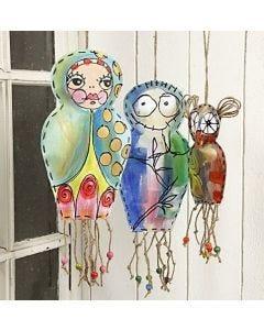 Hangende geverfde canvas figuren