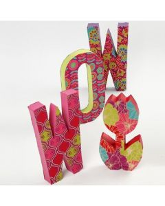 Letters van papier-mâché met handgemaakt papier