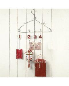 Metalen harten in een Advent kalender