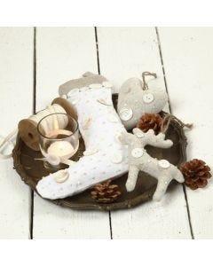Hangende decoraties van stof met knopen en kralen