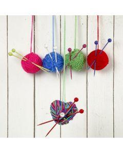 Kerstballen gemaakt van bollen wol