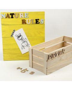 Een memobord gemaakt van houten strips
