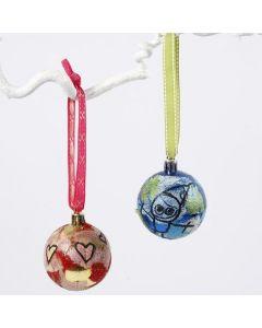 Kerstballen met strozijde papier