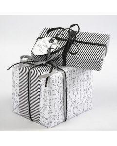 "Cadeaus verpakt in Vivi Gade ""Parijs"" Design cadeaupapier"