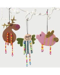 Kerstdecoraties van foam met kralen
