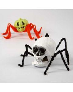 Creepy-Crawlies gemaakt van papier-maché en chenilledraad