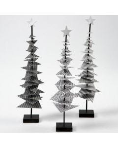 Een kerstboom van Design papier op een stok met een voet