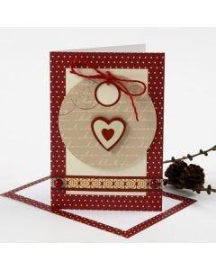 Een kerstkaart met cadeaulabel en Vivi Gade decoraties