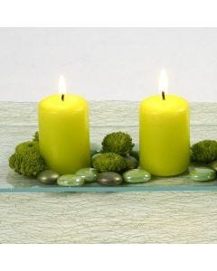 Lime green tafeldecoratie met kaarsen en glass gems