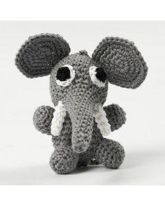 Een gehaakte zittende olifant