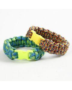 Gevlochten armband van macramékoord met kliksluiting