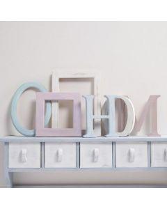 Houten letters en lijsten geverfd met Chalky Vintage Look