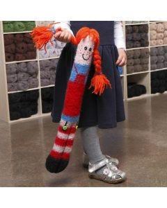 Een gebreide knuffelige pop