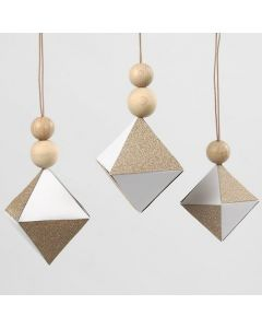 Decoraties als diamanten met stukken glitter design papier
