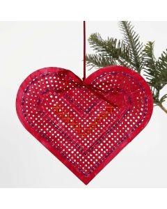Een geverfde en geborduurde kartonnen hart