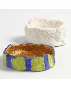 Schaal gemaakt van papier-maché pulp