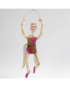 Ballerina gemaakt van bonsai draad en papier-maché pulp