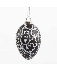 Een zwart ei met witte doodle tekeningen