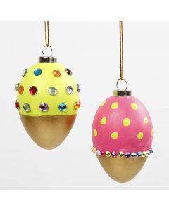 Geverfde eieren met goud, gedecoreerd met strasstenen