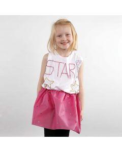 Een rok van imitatie stof gedecoreerd met strasstenen