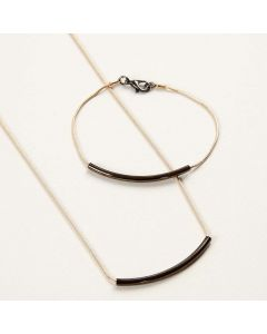 Sieraden gemaakt van een ketting met tussenstaafjes als hangers