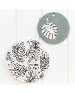 Terracotta serviesgoed gedecoreerd met glas- en porseleinstiften