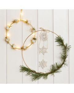 Gedecoreerde metalen ringen voor Kerst