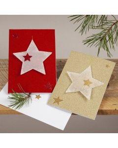 Kerstkaart met loshangende sterren van vellum