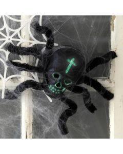 Een spin gemaakt van een schedel en chenille voor Halloween