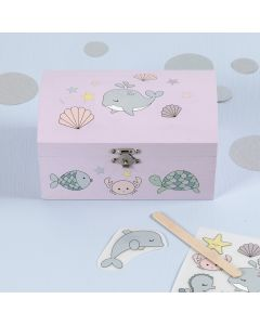 Rub-on stickers met zeedieren op een schatkist