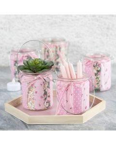 Kandelaars versierd met patchwork stof en fluwelen lint