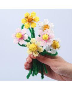 Bloemen van Nabbi strijkkralen met chenille en pompoms