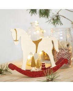 Hobbelpaard met kleine houten accessoires gedecoreerd met hobbyverf, glitter en kralen