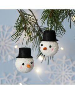 Kerstbal gedecoreerd als sneeuwpop