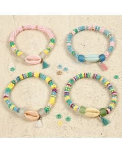 Armbanden met gekleurde schelpen een tassel