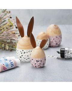 Houten eieren en konijnen met terrazzo vlokken