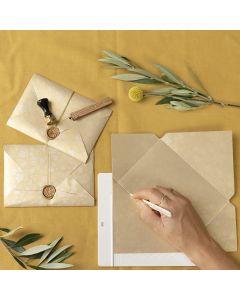 Zelfgemaakte envelop met waszegel