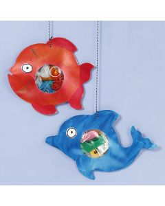 Zeedieren met plastic afval in hun buiken