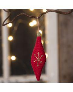 Langwerpige kerstbal gehaakt van katoengaren