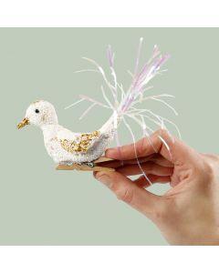Vogel van Foam Clay op houten wasknijper
