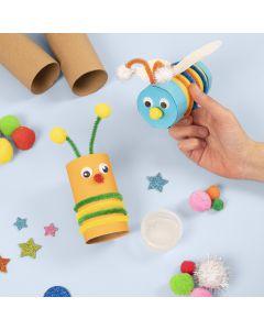 Insecten gemaakt van kartonnen kokers versierd met basis knutselmaterialen