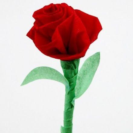 Roos van crepe papier