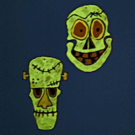 Lichtgevende maskers gemaakt van hard plastic