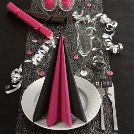 Zwart met roze tafeldecoraties