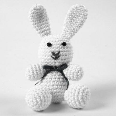 Een wit konijn van katoengaren