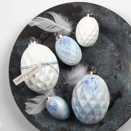 Terracotta eieren gedecoreerd met spray verf