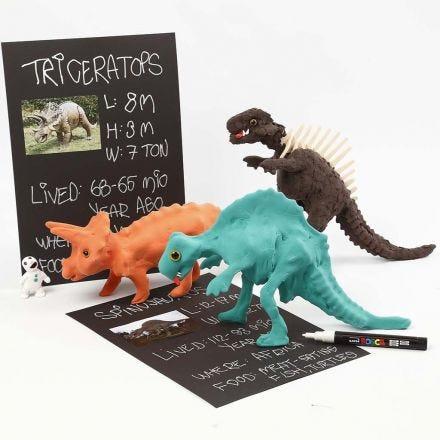 Een dinosaurus skelet bedekt met Silk Clay