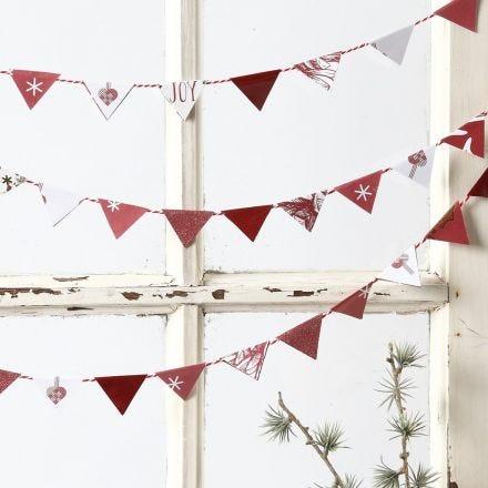 Slinger gemaakt van kleine papieren vlaggen van Vivi Gade Design